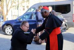 Кардинал Пітер К. А. Тарксон їв обід з бездомними у Києві в день «Світового Дня Убогих»