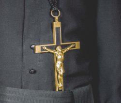 В центрі ношої місії є хрест Ісуса Христа