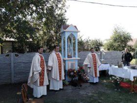 В Гнівані освячена придорожня капличка Матері Божої